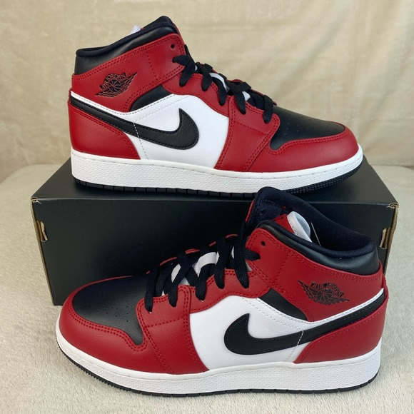Nike Air Jordan 1 Mid Chicago Black Toe GS NWT